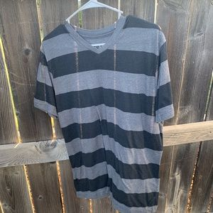 MENS OP VNECK TSHIRT SIZE MEDIUM